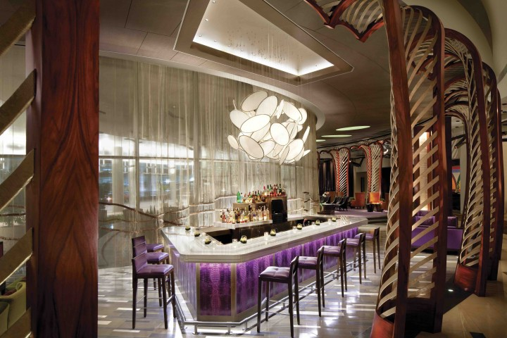 The lobby lounge at the Vdara Hotel & Spa in Las Vegas is a bar with two faces: the luxury cocktail den Vice and the more approachable Versa, which serves light and refreshing drinks.