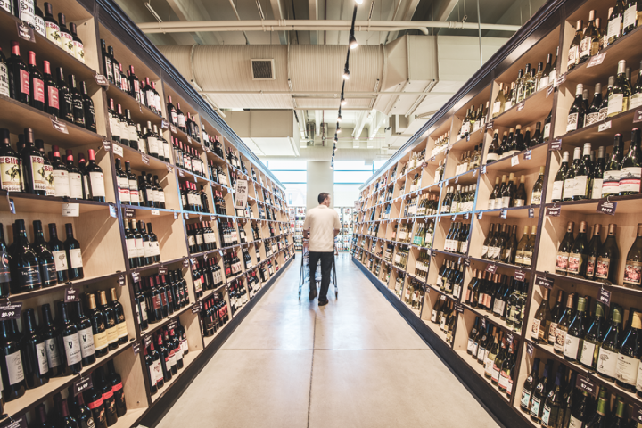 Mariano's makes the most of its space, using wide, sprawling aisles to create an upscale feel.