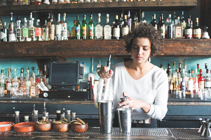 At El Che Bar and La Sirena Clandestina, bartender Jacyara de Oliveira pays homage to South American drinking culture.
