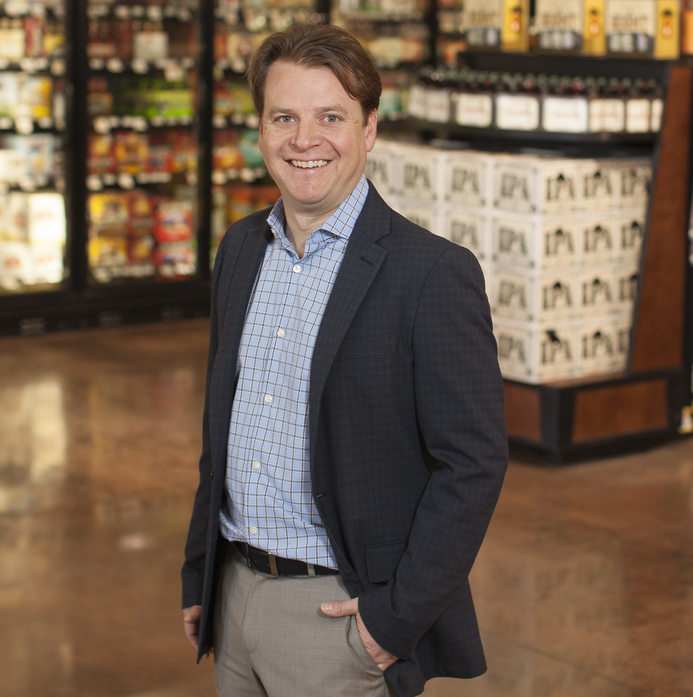 As director of wine, beer, spirits, and beverage at Raley's Family of Fine Stores, Curtis Mann oversees the company's beverage alcohol operations and manages the stores' wine stewards.