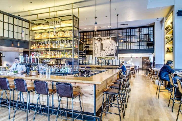 Named after literary figure Washington Irving, New York City's Irvington Bar & Restaurant highlights American cuisine with Mediterranean influences in a modern, open space.