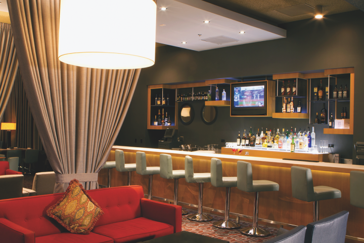 The Charlie Palmer Steak lounge offers world whiskies and cocktails made with fresh ingredients.