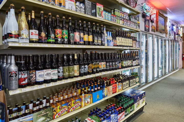 Stores average 600 to 800 beer SKUs, highlighting local Florida brews.