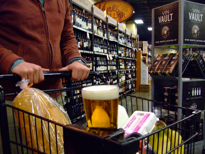 At Fields Foods in St. Louis (pictured), shopping carts are equipped with glass holders that allow clientele to sample beer while walking through the store.