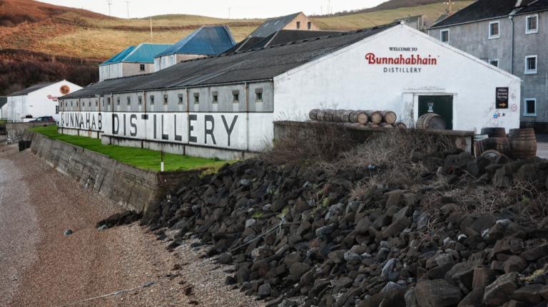 Very Old Bunnahabhain, Kilchoman Loch Gorm, and More New Scotch