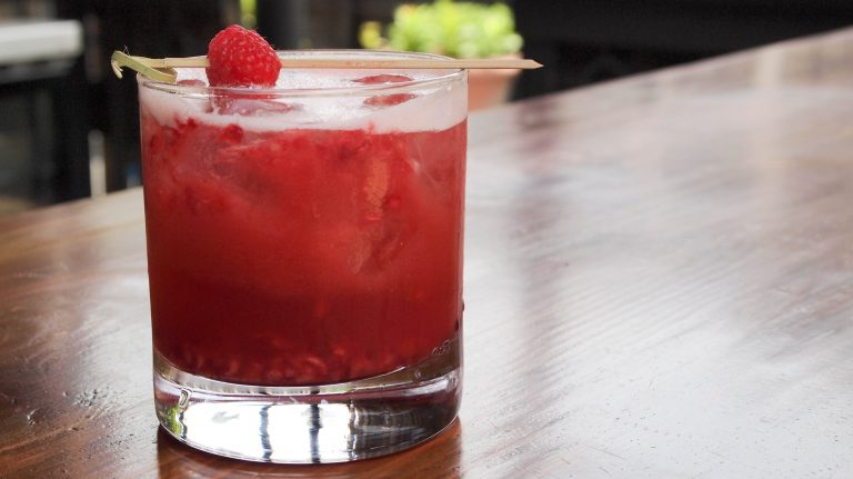 How to Make a Kentucky Cobbler Cocktail