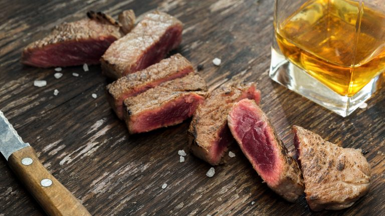 How to Pair Whisky and Steak