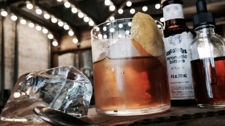 Smoked Old Fashioned [Cocktail Recipe]