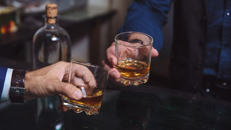 How to Personalize A Bottle of Whisky for Father's Day