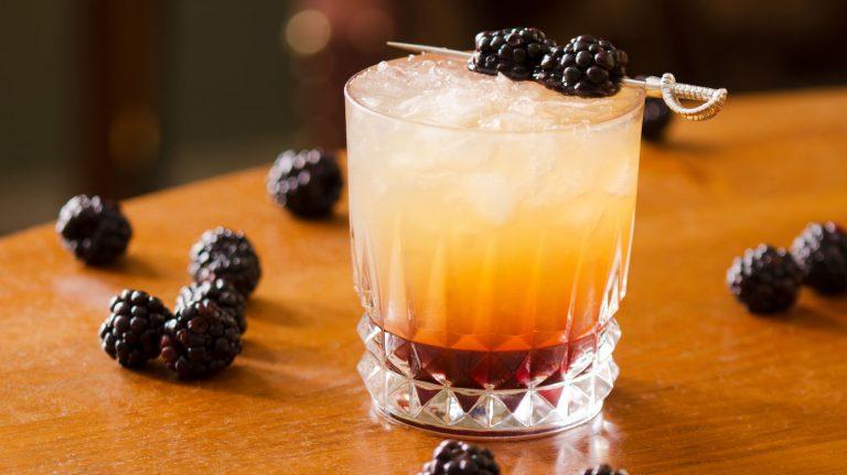 Essential Whiskey Cocktail: Whiskey Bramble