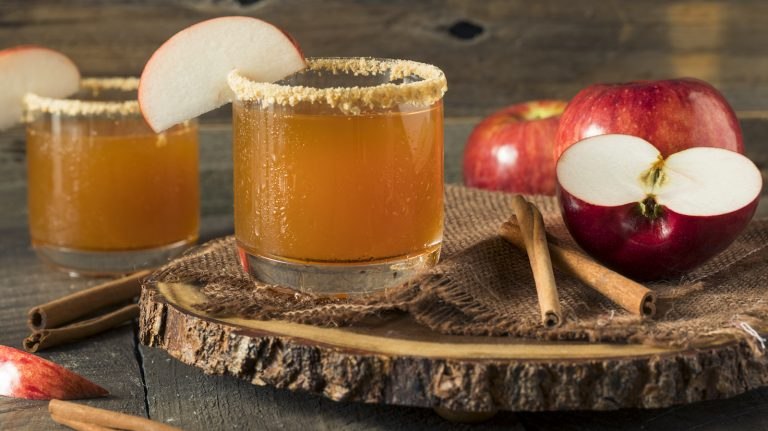 Embrace Autumn With These Apple and Whisky Cocktails