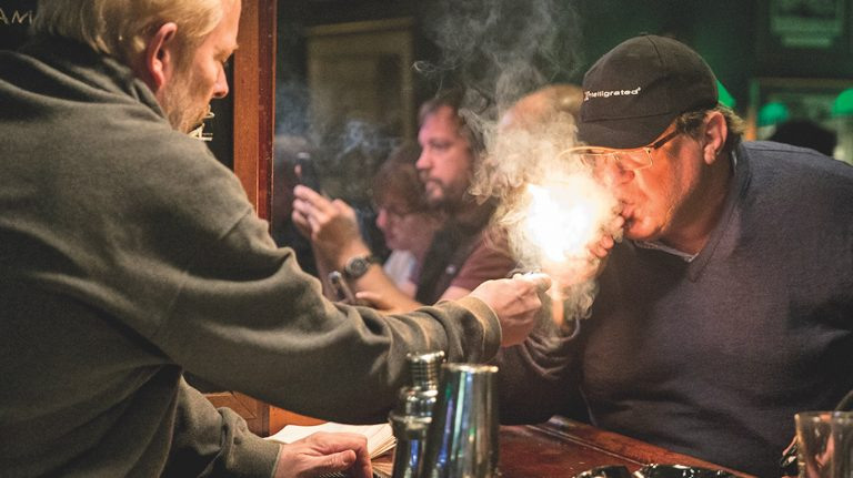 5 Great Bars That Pair Cigars and Whisky