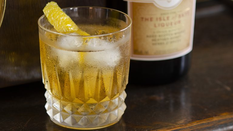Essential Whisky Cocktail: Rusty Nail